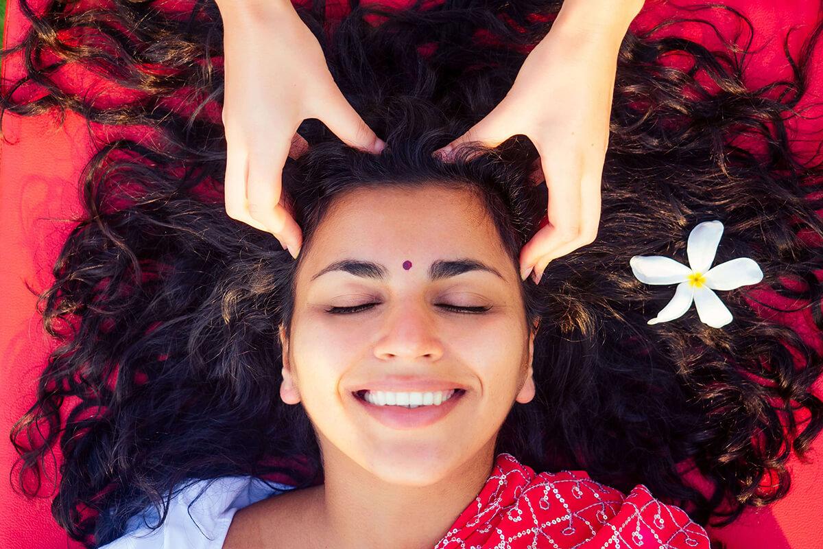 Masáž hlavy je příjemná terapie