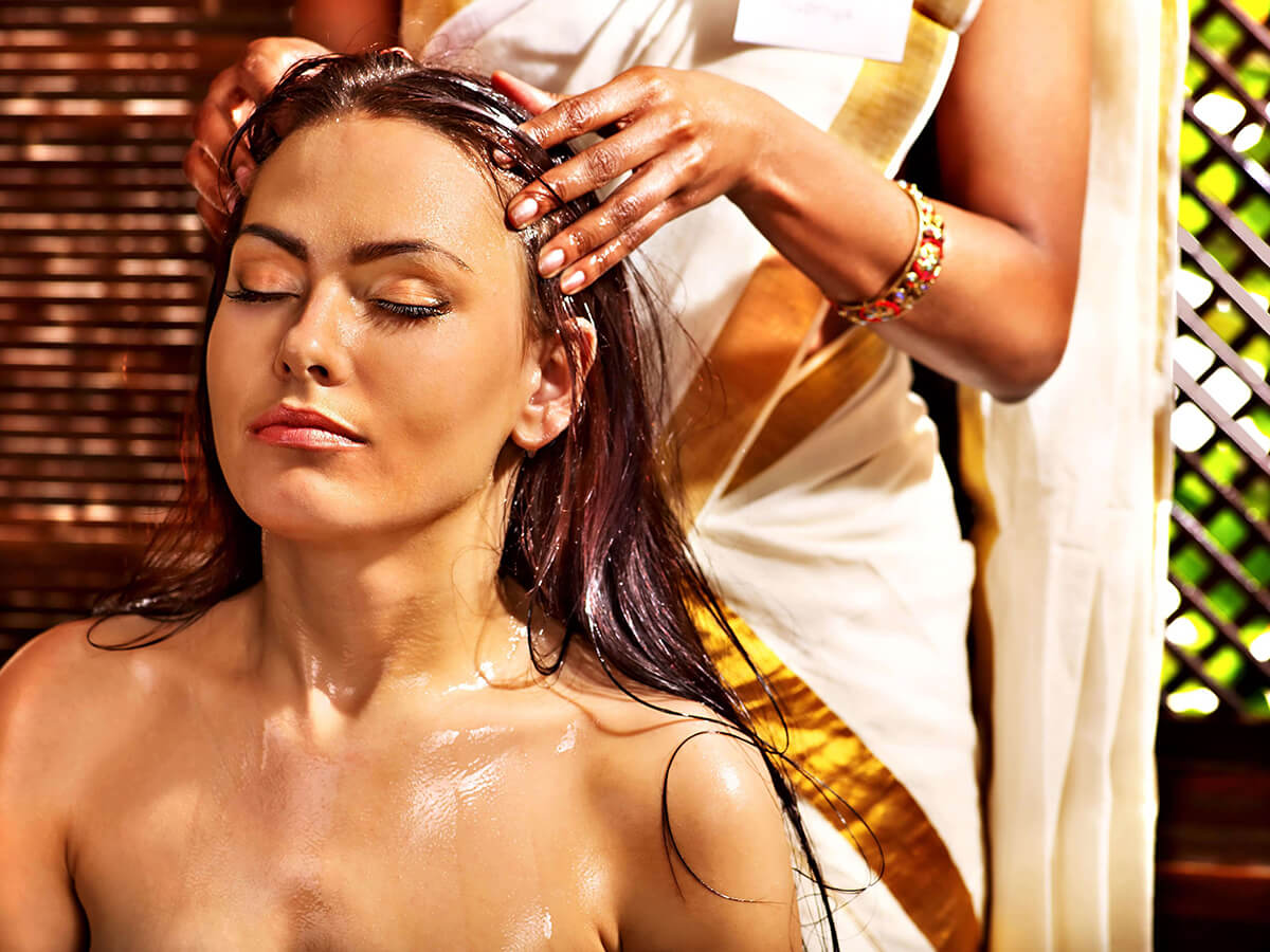 Při masáži hlavy můžeme použít olej