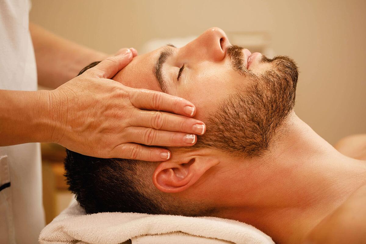Masáž umí pomoci při bolestech hlavy