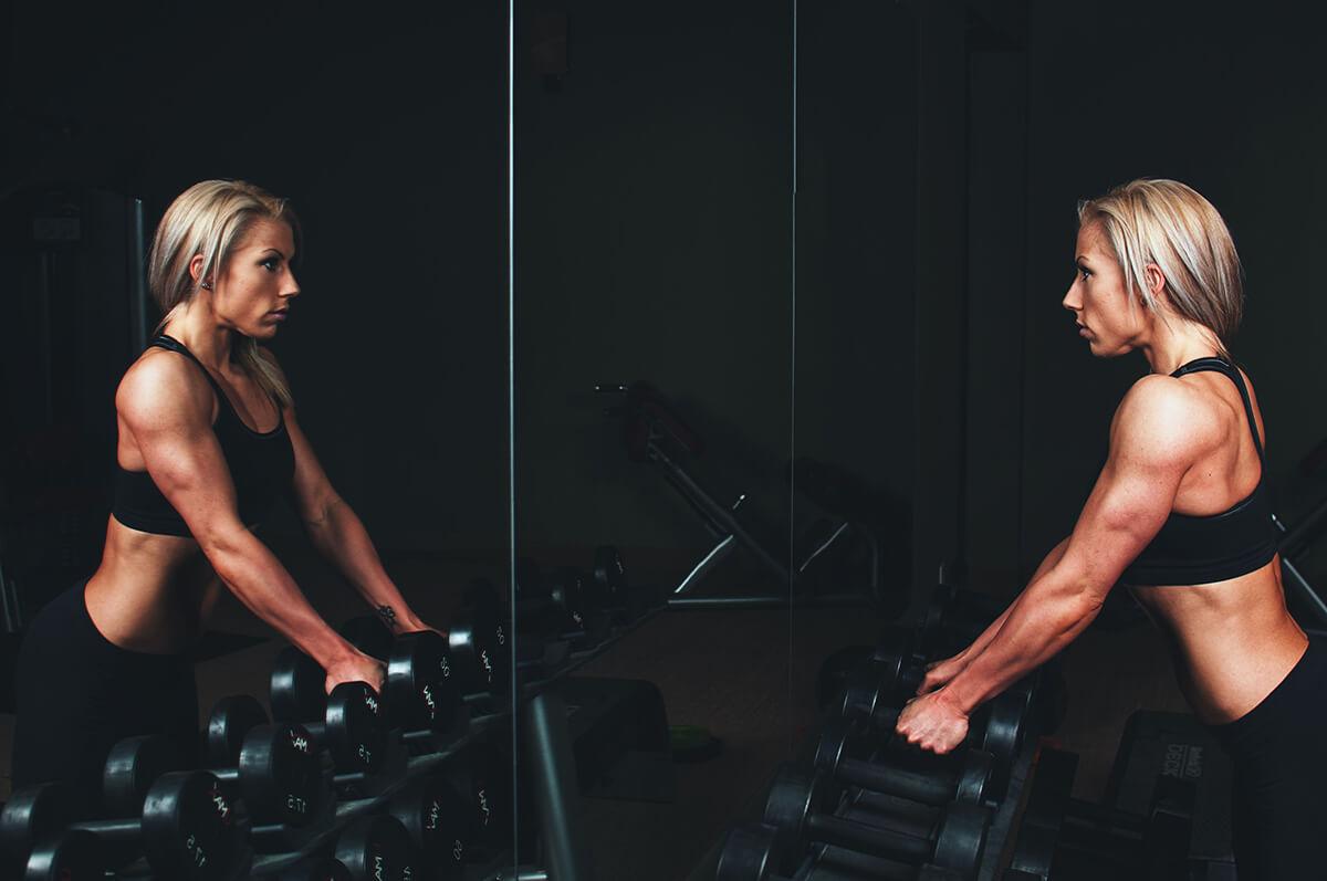 Cvičení s činkami pomůže masérům udržet se fit