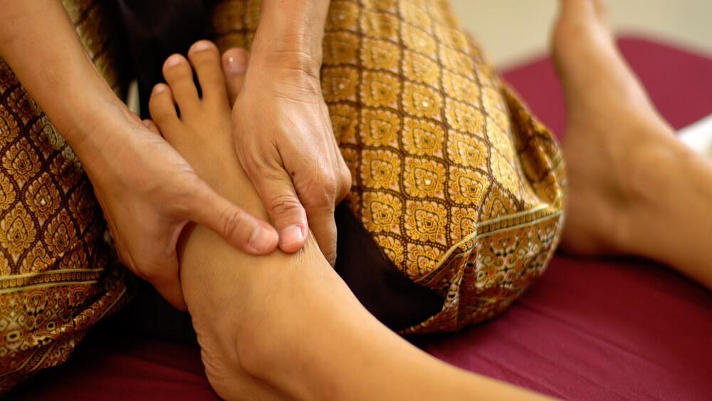 Thajská masáž začíná od nohou
