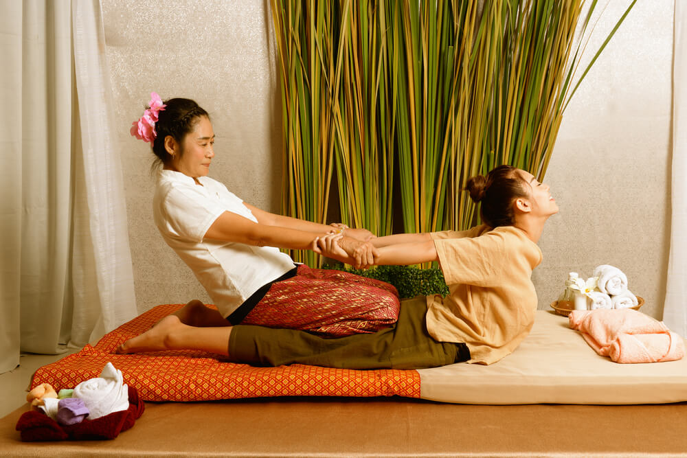 Při thajské masáži se masíruje celé tělo